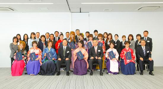 出席者全員で集合写真を撮りました 出席者で集合写真を撮影     CSR情報   CSRへの取り